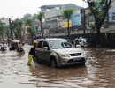 Làm sao để xe đi qua vũng nước ngập mà không bị chết máy?