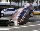 """Hố tử thần """"nuốt chửng"""" siêu xe Rolls-Royce trên đường phố Trung Quốc"""