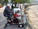 Hà Nội: Người dân hào hứng thử nghiệm xe đạp lọc nước bên hồ Hoàng Cầu