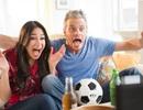 Khi phụ nữ xem bóng đá