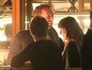 Chris Martin lần đầu bị bắt gặp đi cùng người đẹp phim 50 sắc thái
