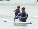 """""""Thần Sấm"""" Thor dạy con lướt ván"""