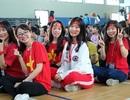 Sinh viên xếp hạc giấy chúc may mắn cho đội U23 Việt Nam