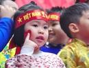 """Thú vị em nhỏ hát """"Việt Nam ơi"""" cổ động U23 Việt Nam chiến thắng"""