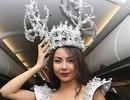 Người mẫu bị phản ứng dữ dội vì mặc bikini phản cảm trên máy bay đón U23 Việt Nam