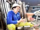 Rộn ràng đúc tượng ông Công, ông Táo ở làng gốm trăm năm tuổi