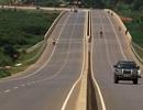 Uganda nợ chồng nợ vẫn vay tiền Trung Quốc xây đường cao tốc