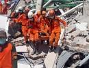 1.200 người thiệt mạng vì động đất/sóng thần, Indonesia chôn cất tập thể các nạn nhân