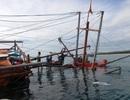 Một tàu câu mực có 44 ngư dân bị chìm giữa biển