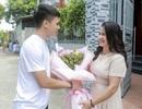 Quang Hải tranh thủ về nhà tặng hoa mẹ nhân dịp 20/10 trước ngày sang Hàn Quốc