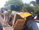 Hà Nội: Tàu hỏa đâm xe tải, 5 người bị thương