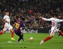 Barcelona 4-2 Sevilla: Messi chói sáng và chấn thương
