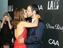 Natalie Portman hạnh phúc hôn chồng trong sự kiện