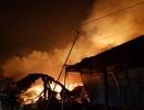 Hàng ngàn mét vuông nhà xưởng bốc cháy dữ dội trong đêm