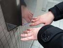Cảnh báo nguy cơ lây lan vi khuẩn từ máy sấy tay