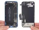 """""""Mổ xẻ"""" iPhone XR giá trẻ vừa """"lên kệ"""": Pin siêu tốt"""
