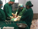 Đau bụng dữ dội vì mang khối u xơ tử cung nặng 2kg