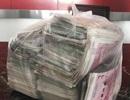 Nhặt được 508 triệu đồng trong đống rác, cô lao công quyết đem trả lại