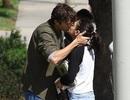 Ashton Kutcher và Mila Kunis hạnh phúc hôn nhau trên phố