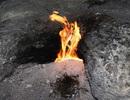 Hố sâu bí ẩn tự phun lửa tại Mỹ