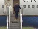 """""""Vật thể lạ"""" theo ông Trump lên chuyên cơ Không Lực Một"""