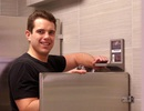 Kiếm 2 triệu USD/năm nhờ ý tưởng khởi nghiệp độc đáo - kệ toilet