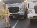 Xử lý đoàn xe tải vi phạm, dàn hàng ngang chống đối