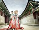Nữ Hoàng Trần Huyền Nhung và Nam Vương Quốc tế diện quốc phục nặng ký sánh bước bên nhau.