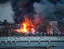 Trung tâm thương mại ở St. Petersburg chìm trong biển lửa