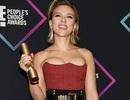 Scarlett Johansson khoe ngực căng đầy