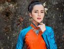 Hoa khôi Huỳnh Thúy Vi dịu dàng trong tà áo dài mang nét cung đình xưa