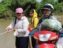 Học sinh, giáo viên tròng trành kéo bè qua sông đến trường