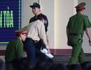 """Bị cáo Phan Văn Vĩnh và Nguyễn Thanh Hóa đều rời phòng xử án vì """"tăng huyết áp"""""""