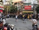 CĐV Malaysia hò hét trên phố cổ Hà Nội trước trận gặp Việt Nam