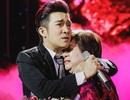 Ca sĩ Quang Hà ôm mẹ bật khóc nức nở trên sân khấu