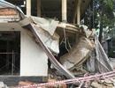 Sập công trình đang tháo dỡ, 2 người nguy kịch