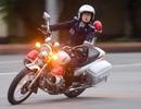 Nữ sinh cảnh sát trổ tài lái môtô phân khối lớn