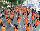 Hàng trăm bạn trẻ cùng nhảy vì sự tử tế, chống bạo lực trên phố đi bộ