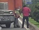 Tài xế container cầm đao đe dọa khiến đồng nghiệp phải quỳ lạy xin tha
