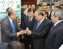 Thủ tướng tham quan gian hàng triển lãm ngành nông nghiệp công nghệ cao
