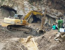 Hơn 100 người đang giải cứu hai phu vàng mắc kẹt trong hang sâu