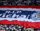 Cầu thủ Thái Lan tưởng niệm ông chủ Leicester City ở trận ra quân AFF Cup
