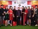 NTK Đỗ Trịnh Hoài Nam đưa họa tiết dát vàng 9999 và thổ cẩm lên áo dài