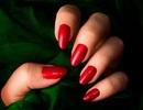 """Chê vợ sơn móng tay đỏ như """"gái ngành"""", chồng nhất quyết không động vào người vợ"""