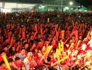 Hàng nghìn CĐV tại hai đầu đất nước tạo triệu lượt phất cờ cho chiến thắng của tuyển Việt Nam