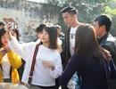 Người hâm mộ quê nhà vây kín tuyển thủ Đoàn Văn Hậu