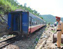 Ô tô va chạm tàu hỏa, 1 người chết, 4 người bị thương