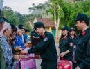 Chiến sĩ trẻ mang đông ấm lên xã nghèo vùng cao