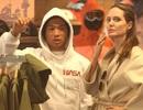 """Angelina Jolie đưa Pax Thiên đi mua quà Giáng sinh giữa """"lùm xùm"""" mâu thuẫn với Brad Pitt"""