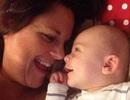 Em bé liên tục cười do tình trạng u não